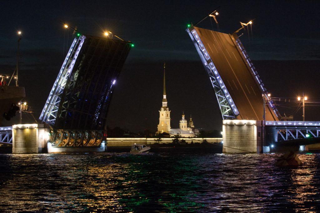 В Петербурге до апреля 2021 года завершилась разводка мостов