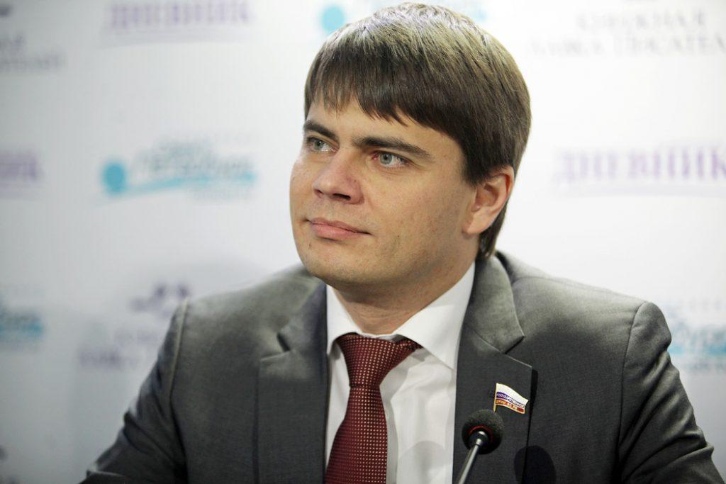 Сын Боярского потребовал объяснений после концерта Басты в Петербурге