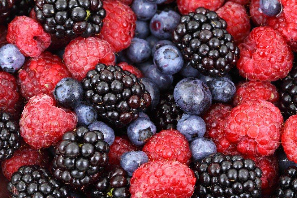 Диетолог рассказала, в чем польза сезонных фруктов и ягод