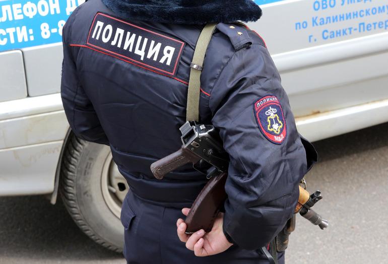 В России хотят разрешить полиции вскрывать машины и оцеплять дома