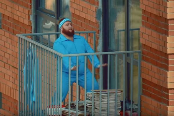 «Пухляш» из клипа Little Big станцевал в новом видео