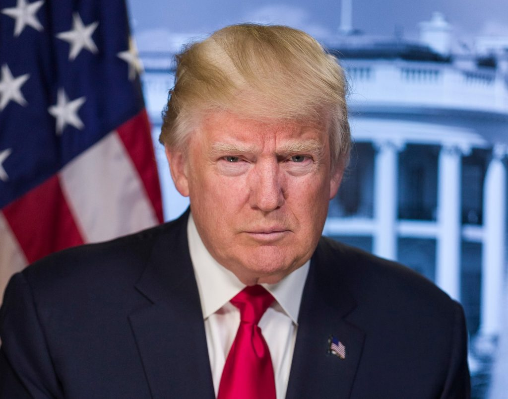 Трамп заявил, что использовал бы неодобренный препарат в случае заражения коронавирусом