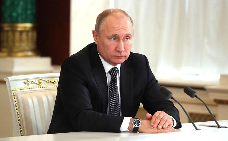 Путин поручил выделить 1 млрд на средства защиты для волонтеров и социальных НКО