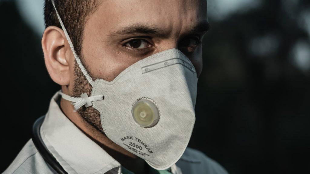 В МЧС рассказали, какие респираторы носить при коронавирусе