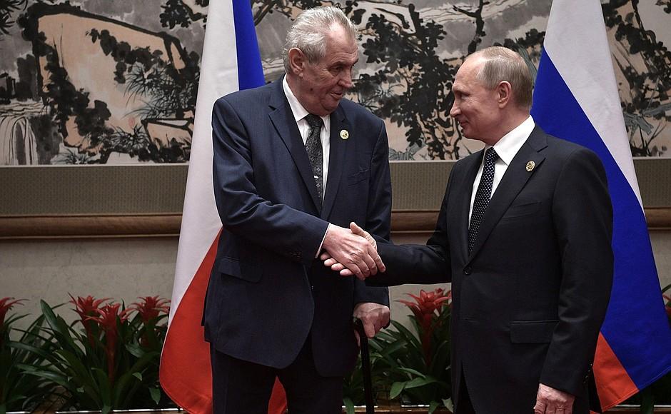 Чехия направила запрос России о поставках вакцины «Спутник V»