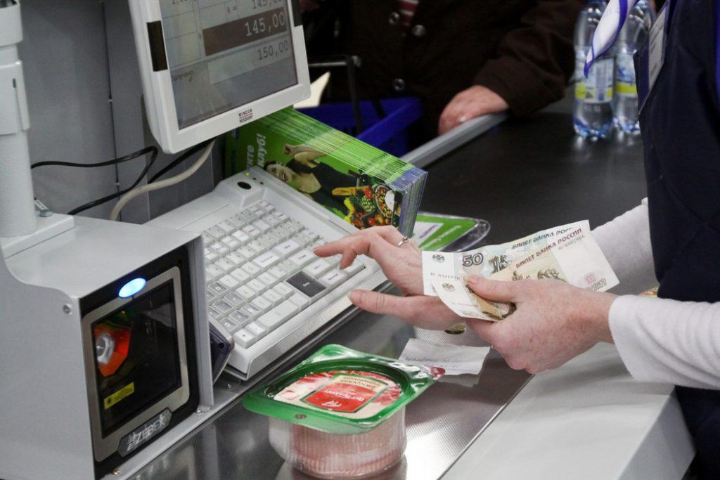 Россияне на самоизоляции стали в два раза реже ходить в магазины