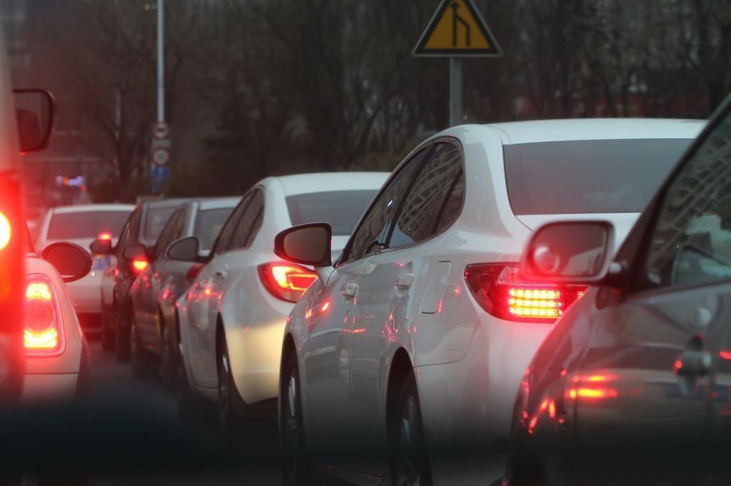 Несколько ДТП и ремонт: КАД встал в километровые пробки