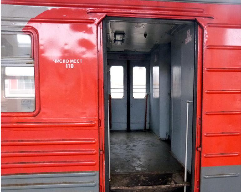 Пьяный житель Ленобласти «заминировал» поезд у станции Ушаки