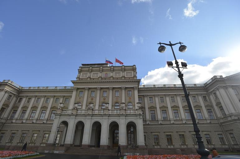 Расширение льготного проезда и поддержка ярмарок: в Петербурге пройдет заседание ЗакСа