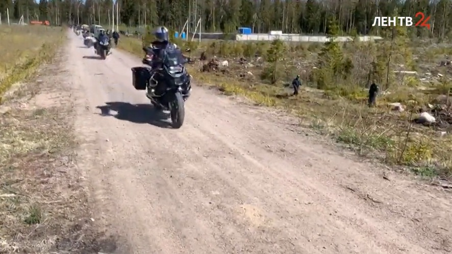 Дрозденко на мотоцикле приехал в лесничество Всеволожского района для посадки деревьев