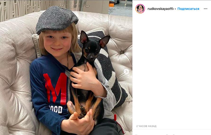 Яна Рудковская грозится подать в суд за слухи о «ненормальности» её сына