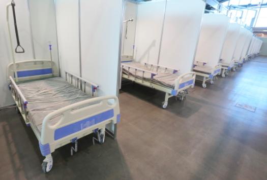 Для пожилых пациентов с COVID-19 в «Ленэкспо» отвели отдельную секцию