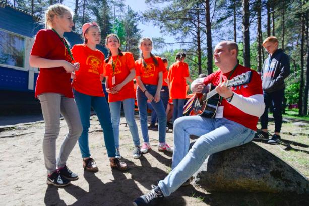 Оздоровительные детские лагеря в Петербурге начнут работу в июле