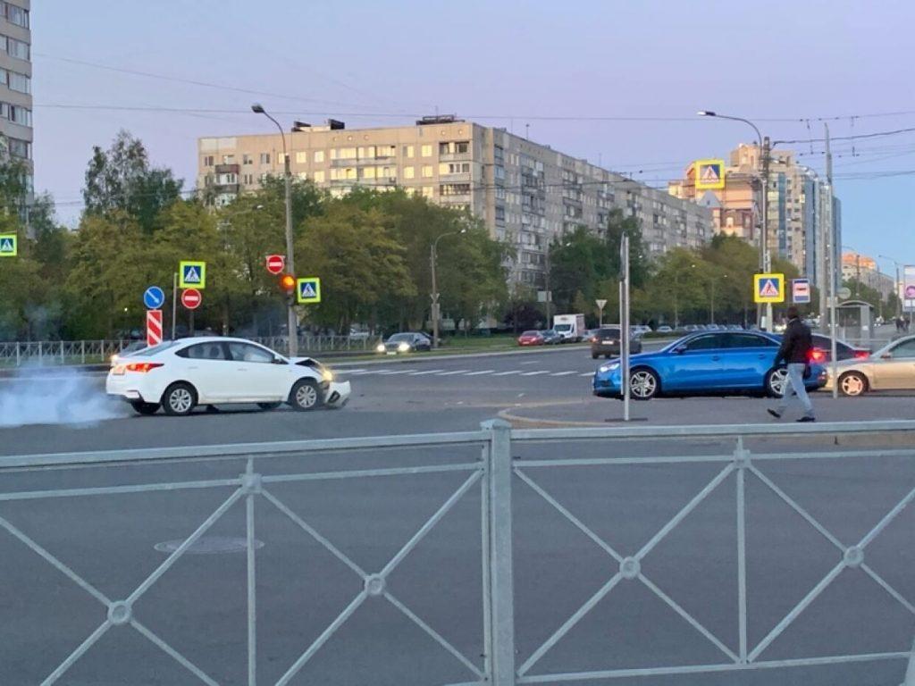В аварии на Луначарского пострадал человек