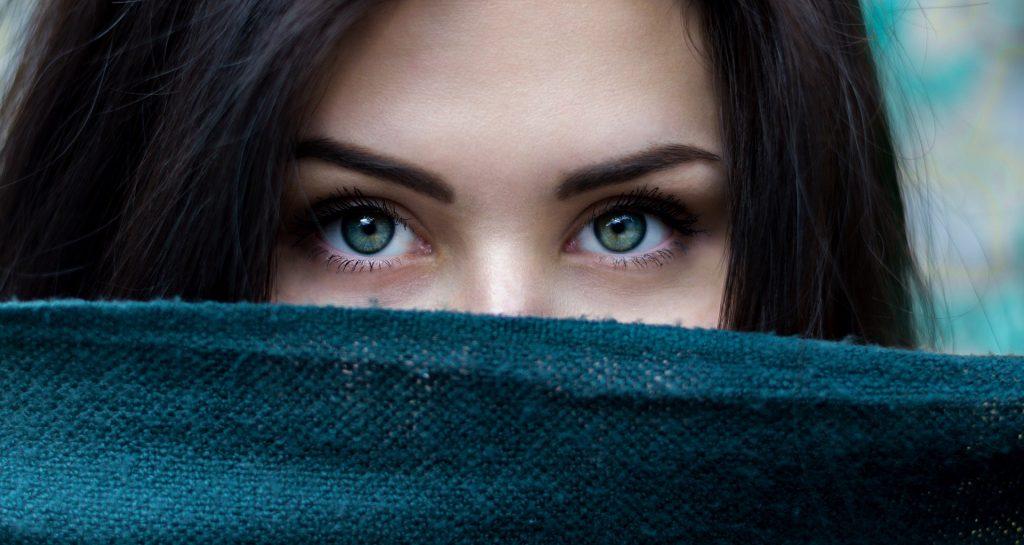 Офтальмологи рассказали, как улучшить зрение за 3 минуты в день