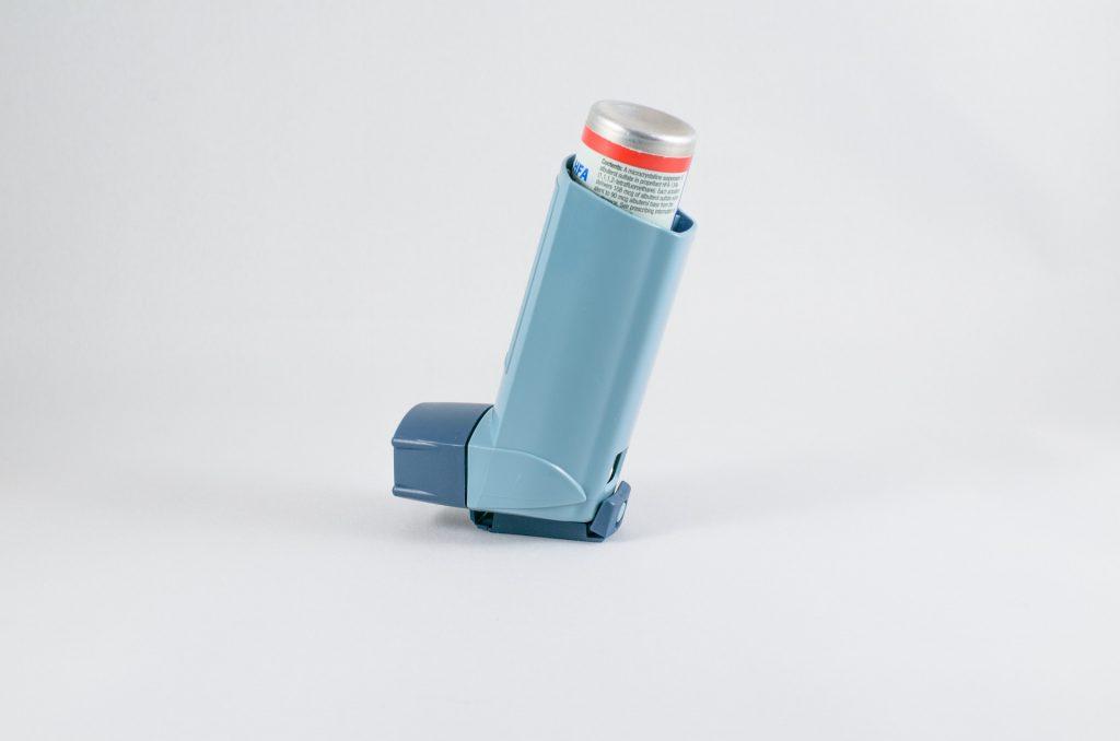 В Роспотребнадзоре рассказали, могут ли люди с бронхиальной астмой сделать прививку от COVID