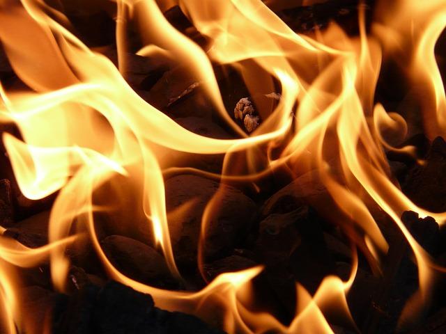 На рынке в Махачкале произошел крупный пожар
