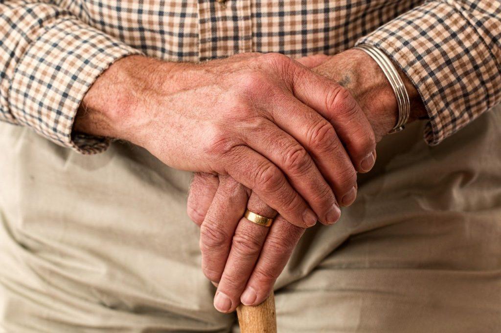 В Минздраве рассказали о необычном течении коронавируса у пожилых людей