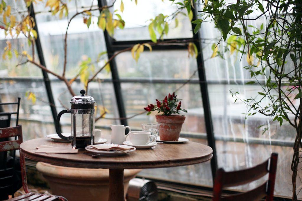 Кафе и рестораны Петербурга столкнулись с дефицитом персонала перед ПМЭФ