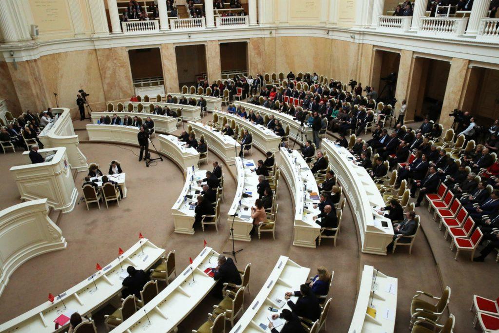Депутаты ЗакСа в Петербурге поддержали сокращение городского бюджета