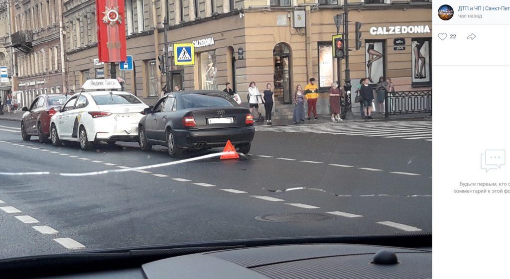 На Невском собрался «паровозик» с «Яндекс.Такси»