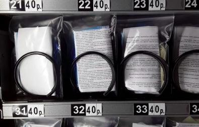 В метро Петербурга перестанут продавать защитные маски и перчатки