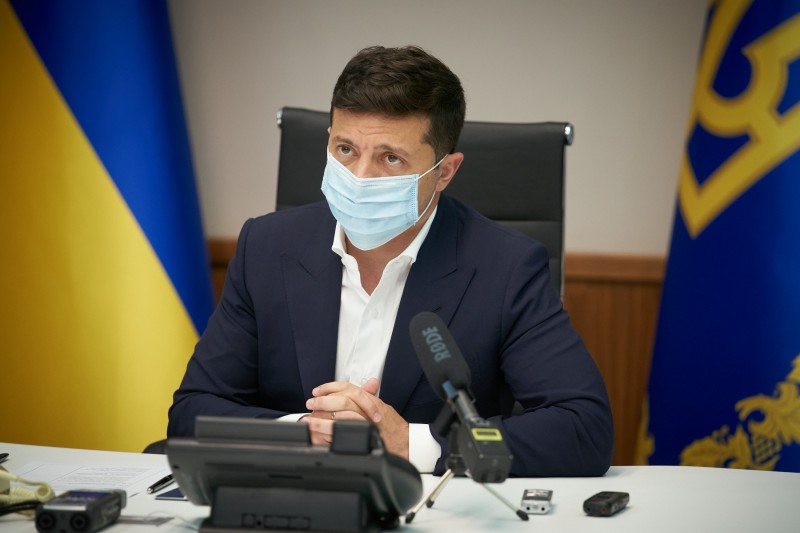 Под санкции Зеленского попала сеть «Спортмастер» и еще 18 компаний