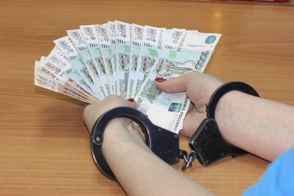 Начальницу отделения почты в Петербурге подозревают в крупном мошенничестве и подлоге