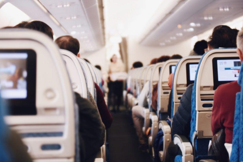 Пассажирку рейса Челябинск — Петербург оштрафуют за курение на борту