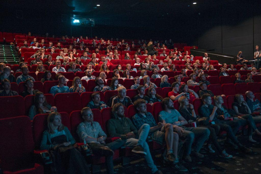 Смольный не торопится с открытием фуд-кортов и кинотеатров