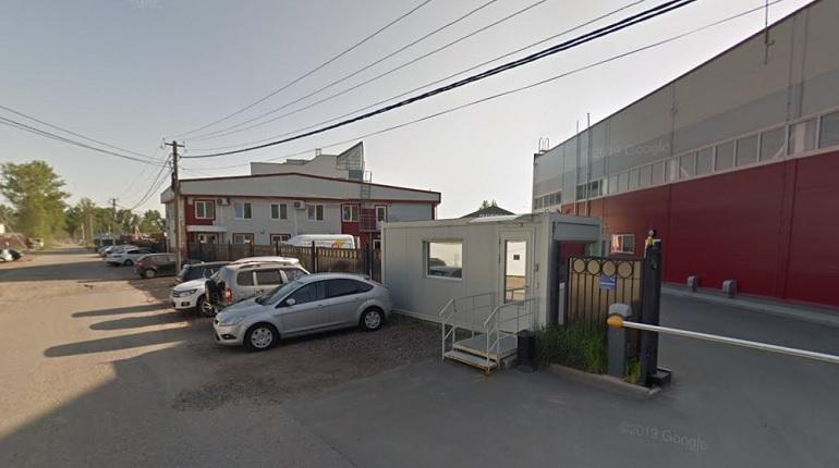 Два ангара на Пискаревском проспекте горят на 2,3 тыс. «квадратов»