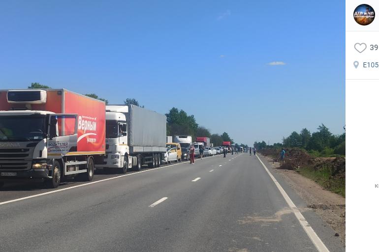 Московское шоссе встало в пробку из-за ДТП