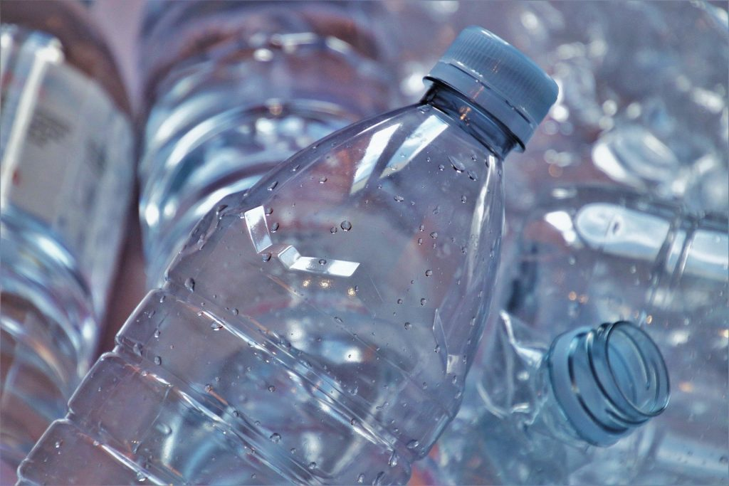В Испании запретят одноразовую пластиковую посуду
