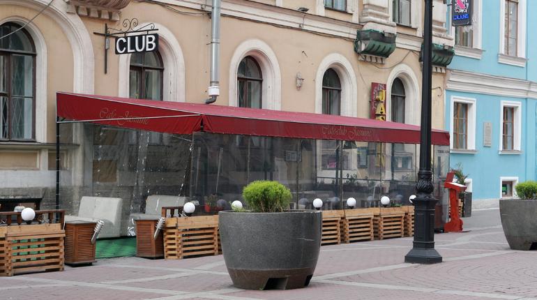 На Рубинштейна прикрыли восемь незаконных летних кафе