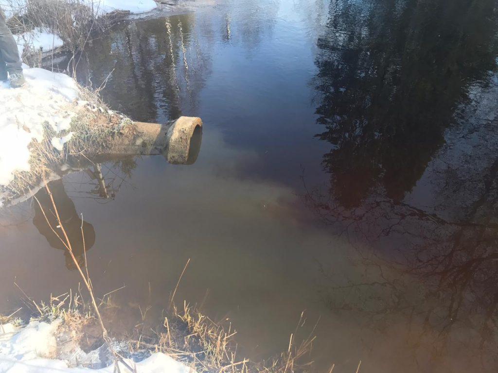 Росприроднадзор оштрафовал коммунальщиков за сброс грязных сточных вод в реку Охта