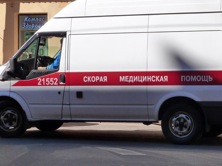 В тройном ДТП на трассе Петербург — Ручьи сильно пострадали два человека