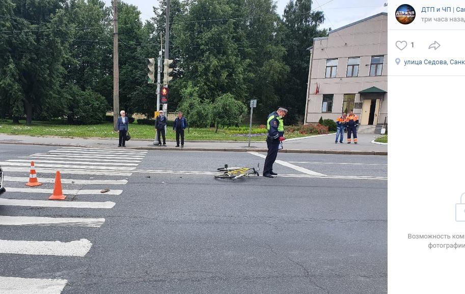 Пожилая велосипедистка выжила после ДТП с грузовиком