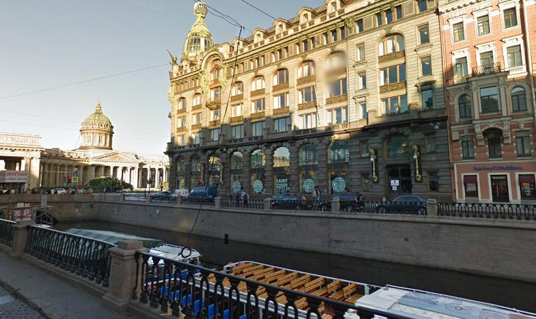 Из канала Грибоедова спасли тонущего мужчину