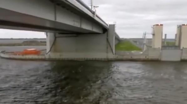 Из-за штормового метра в Петербурге частично закрыли дамбу