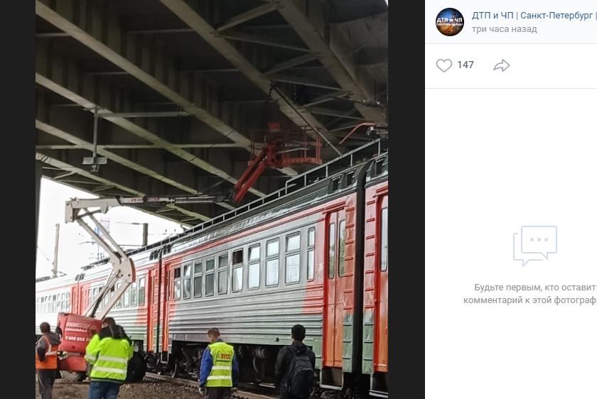 Электричка из Петербурга до Пупышева задержалась из-за обрыва провода