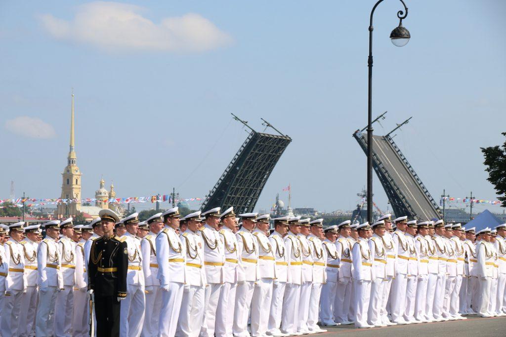Из-за репетиций ко Дню ВМФ в Петербурге будут действовать строгие ограничения