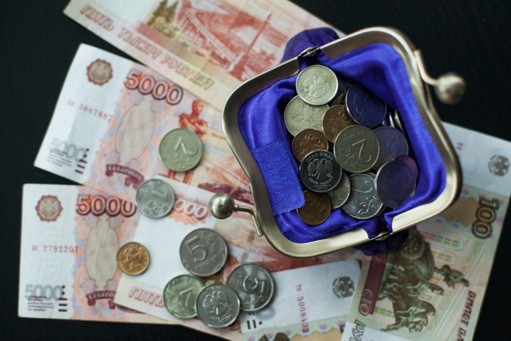 Курс рубля достиг минимальных значений с конца мая