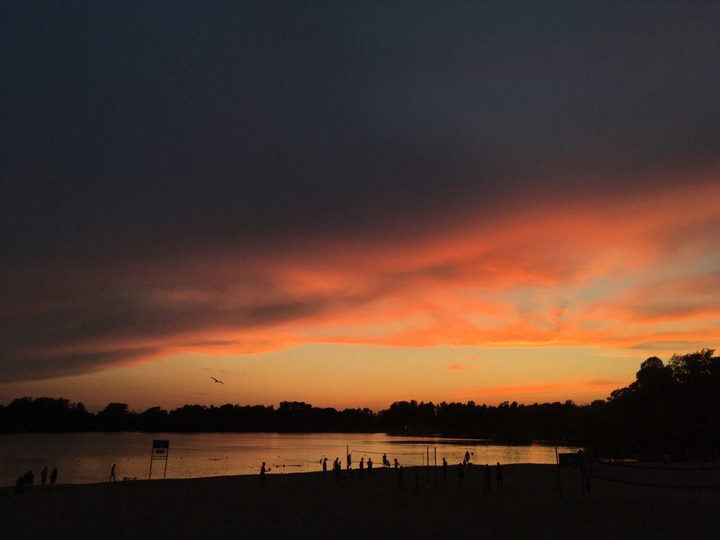 Синоптик рассказал о происхождении красных закатов в Петербурге