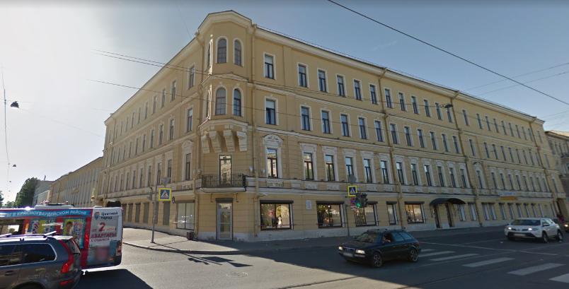 На Старопетергофском мигранты с ножами отправили петербуржца в больницу