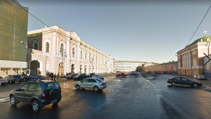 Приезжий из Чечни подрался с сотрудницей полиции на Конюшенной площади