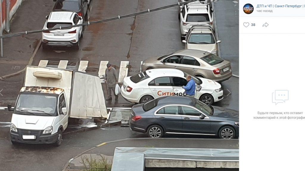 «Ситимобил» протаранил ГАЗель на Смолячкова