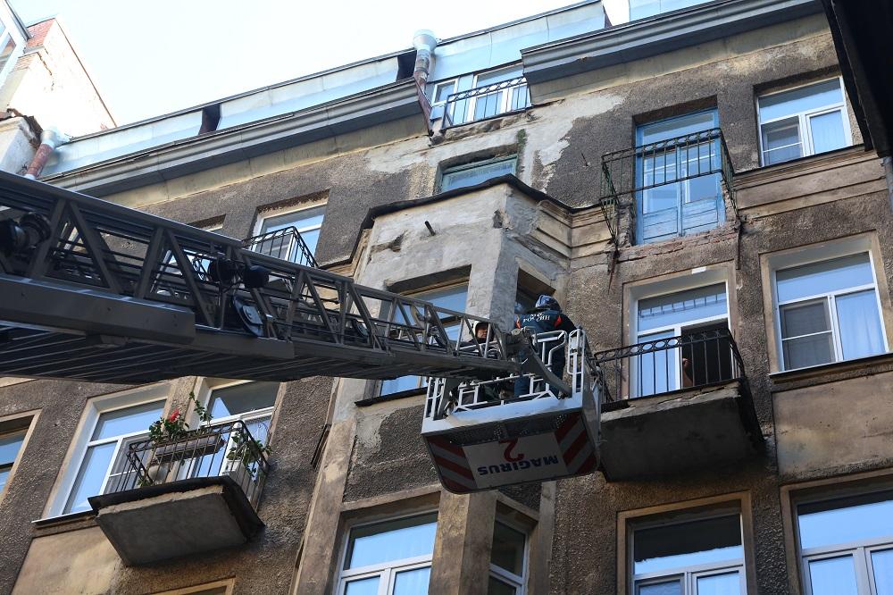 На Загородном обрушились балконы: Gazeta.SPb показывает фото с места событий