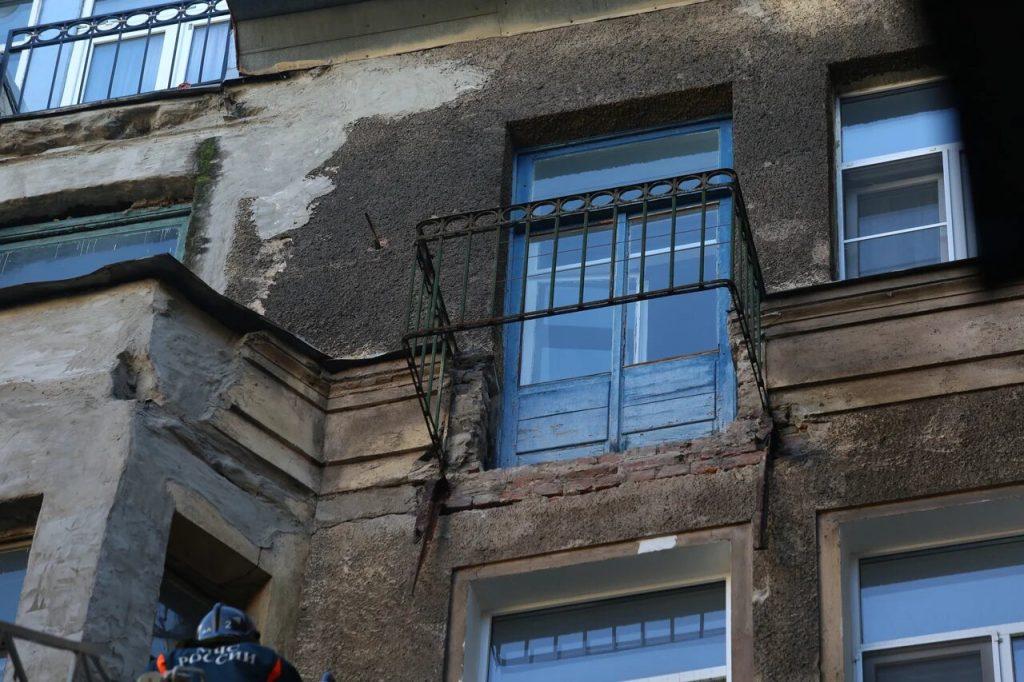 Во Всеволожске человек пострадал при взрыве на соседском балконе, заставленном горючими жидкостями