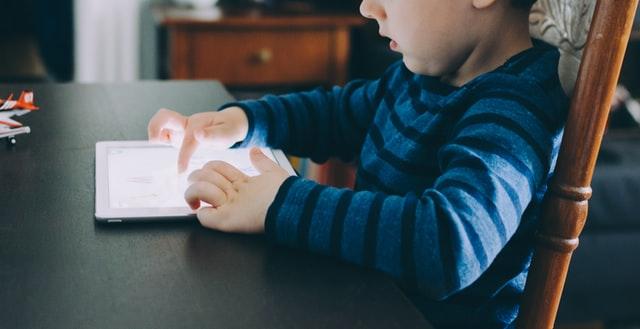 Стало известно, почему планшеты полезны для детей