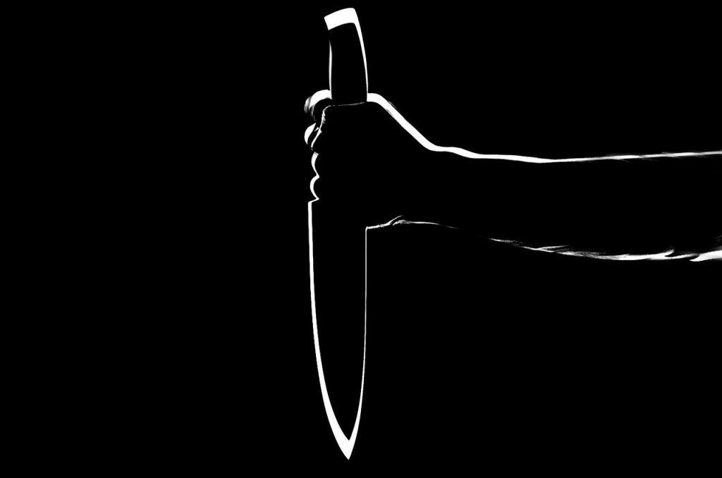 В Колпино задержали подозреваемого в нападении с ножом на 17-летнего курьера